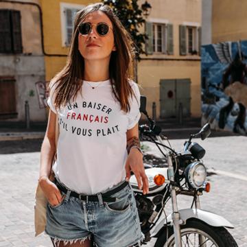 t-shirt blanc UN BAISER FRANCAIS charlie by indiana bigot